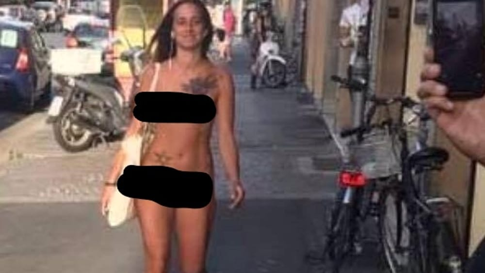 Beach wank caught by girl