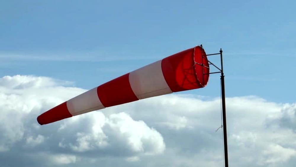 Meteo, vento forte: è allerta gialla