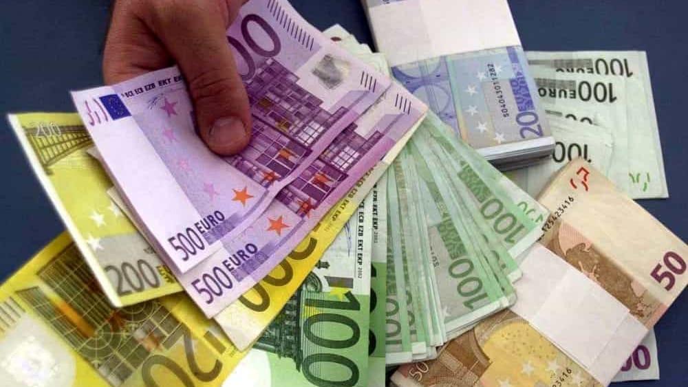 33bde0e058 Stazione: paga un gelato con 50 euro falsi, in tasca ne aveva oltre mille