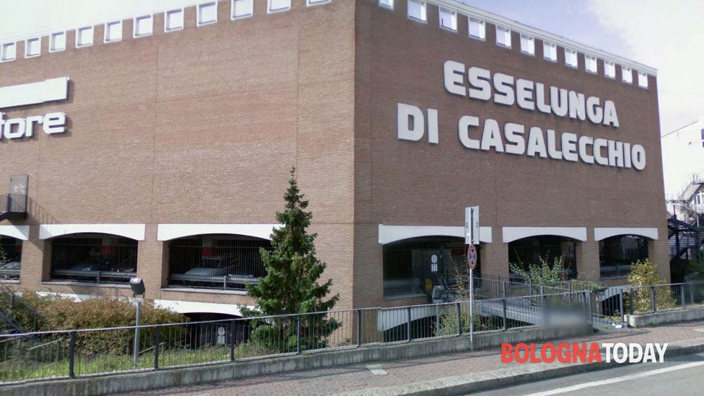 Casalecchio furto all 39 esselunga ladro sorpreso for Casalecchio di reno bologna hotel