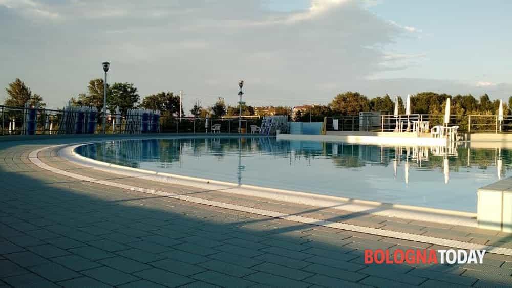 Bimba soccorsa in piscina a ozzano subito abbiamo iniziato manovre per rianimarla - Piscina san giovanni in persiceto ...